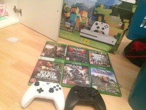 Xbox 1S with 2 controllers, 6 games and HDMI cables.