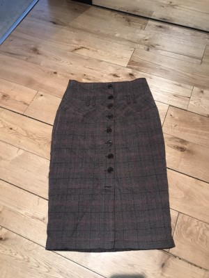 Brown check vintage look pencil skirt missing one button 8