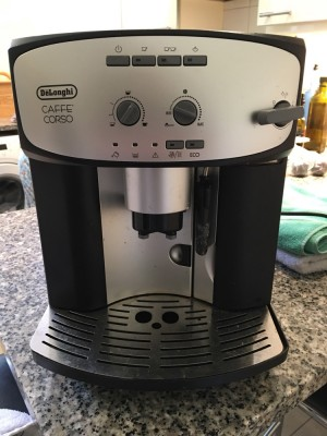 Fully functional De Longhi coffee machine with integrated grinder. Perfect for a small restaurant or home