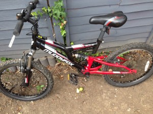 Nice little geared bike ready to ride away clean bike £30 Eltham se9 5ja 07455503886 wheels are 20 same as Bmx
