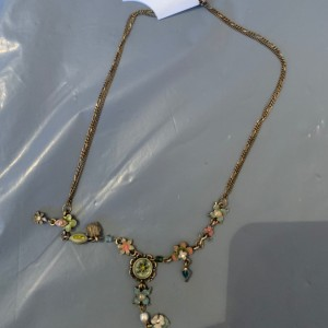 New ladies fashion necklace earrings missing