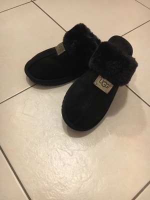 Black brand new ugg slippers size 5/38