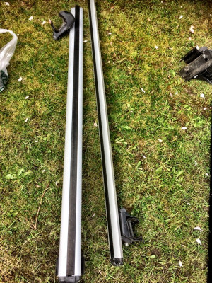 silver car roof rails