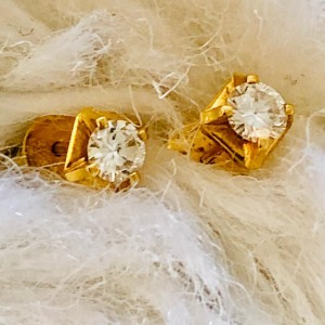 A Pair of 20ct Yellow Gold 0.45ct Brilliant Cut Solitaire Diamond Cla