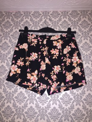 Miss selfridge floral shorts size 10