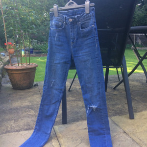 H and m mid rise blue distressed jeans, fits a size 6/8 x
