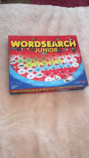 Word search junior toy,Includes 1 word search bored,9 double-sided 18 of them, 4times35 marking peaces (red,yellow, blue,green), instructions. Up to 4 players.  Age 4+