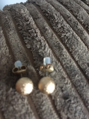 Woman's earrings brand new