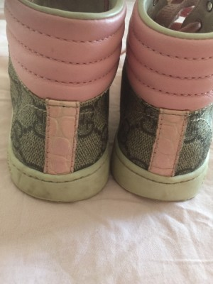 Girl Gucci trainer authentic