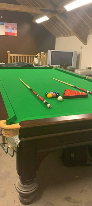 5ft x 10ft snooker table with extras