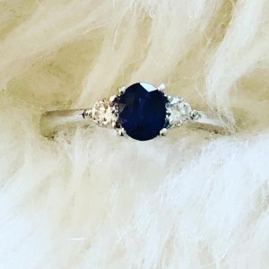 Lovely 18ct White Gold Oval Navy Blue Tanzanite And 0.16ct Diamonds En