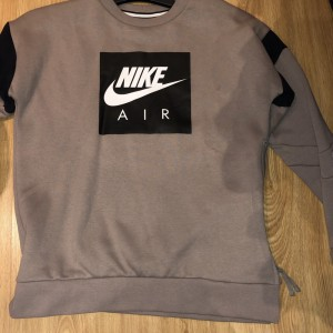 Nike jumper , junior age 13/15 years brand new never worn
