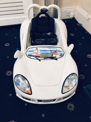 White Porsche 6v ride on car
