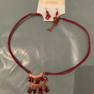 New with tags ladies fashion necklace with matching earrings
