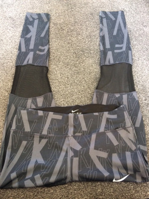 Nike leggings size M