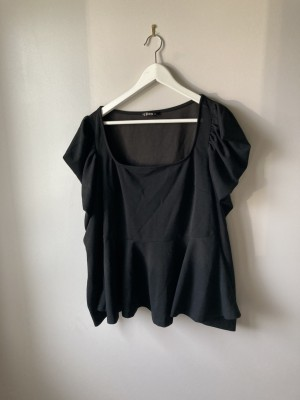 Black shein top with statement sleeves 3xl