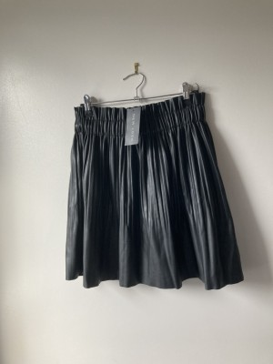 New look pleated faux leather skirt M