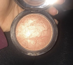 "Mac bronzer in the shade ""cheeky bronze"""