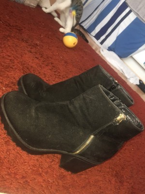 Size 6 river island suede ankle boots good condition open to offers.