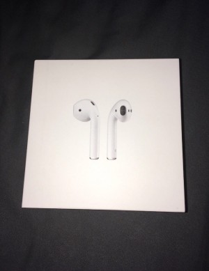 Apple AirPods perfect condition box, no damage box seal is gone but ev
