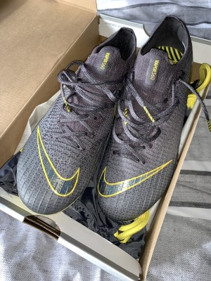 Nike Football Boots, never worn brand new. Retail £209 get at me