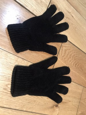 Nice quality knitted woolly gloves size small - medium BLACK