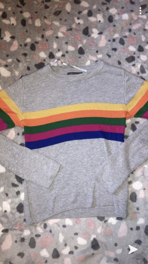 rainbow, grey jumper. size 4-6, 2XS.