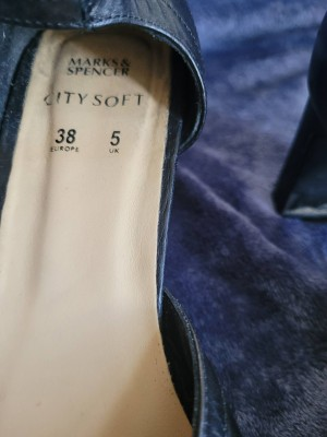ladies shoes size 5 marks and Spencer heels