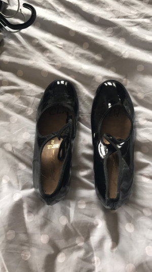 Black tap shoes, one with no lace, size 2 -£3