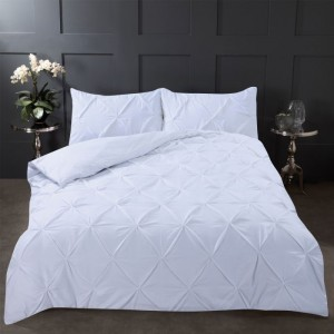 Diamond Pintuck Pinch Pleat Duvet Set  This luxurious Diamond Pintuck