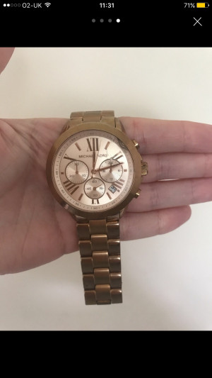 Genuine micheal kors watch, slight crack in face and new battery needed
