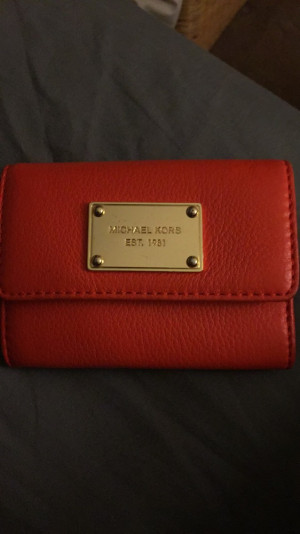 Orange colored Michael kors purse. Only used once. Looks in mint conditon