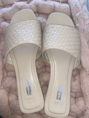Mules flat sandals size 8 nude brown
