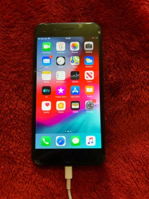 iPhone 7plus 256gb small crack on screen all working condition will ta
