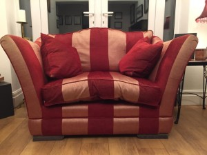 A classic Ashley Manor Lansdowne 2 seat snuggler sofa red and gold str