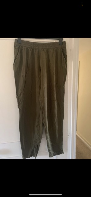H&M khaki light comfortable lose fit trousers with elasticated waist