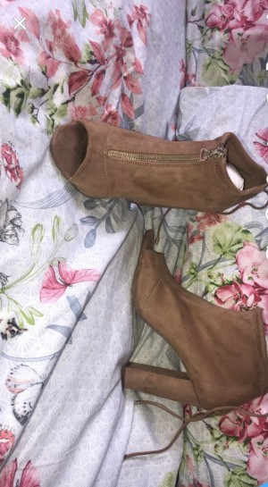 River island boots/ only worn once / size 4 / paid £40