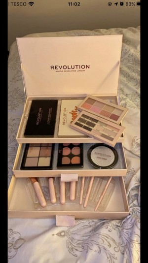 Revolution make-up box set