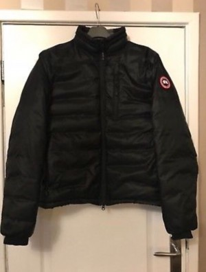 Canada goose lodge jacket Size M (will fit large)