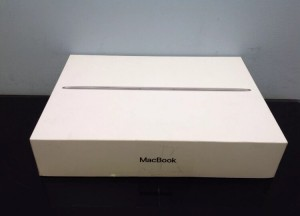 apple macbook brand new in a excellent condition only for £650