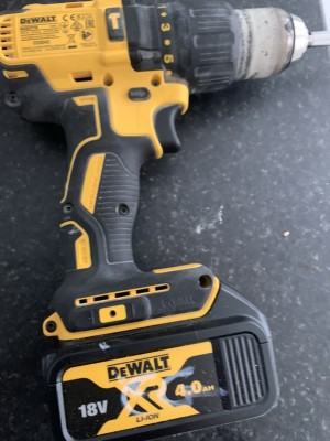 New dewalt 18v brushless combi with 4amp