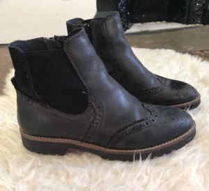 Leather Chelsea boots brogue style