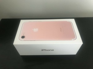 'Apple iPhone' Box for Rose Gold iPhone 7 128GB