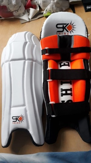 SK shine batting pads top quality with extra padding