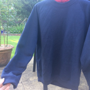 Navy crew neck sweatshirt size xs, good condition x