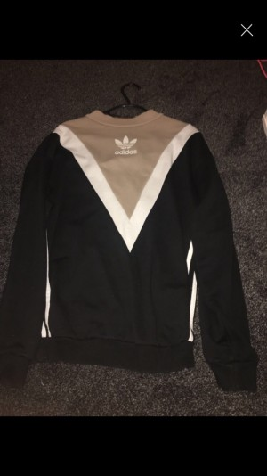 Adidas jumper- NO REFUNDS-POSTAGE DEPENDS WHERE YOU ARE