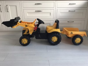 JCB kids tractor and trailer