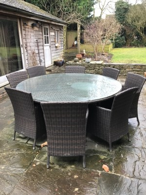 Round Garden Table & 8 Chairs