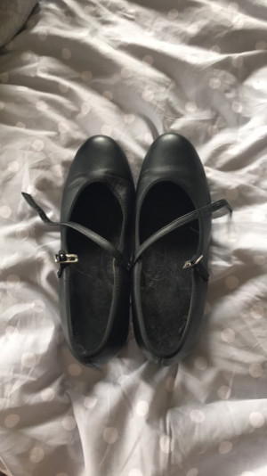 Black tap shoes, size 3-4 -£5