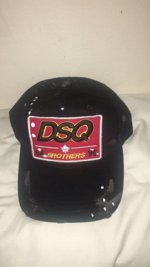 DSQUARED CAP IN TWO COLOUR WAYS